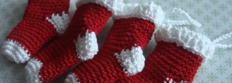 Amigurumi van de maand: sokjes ornaments voor de kerstboom